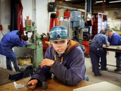 Geldverdienen door jongeren aan werk te helpen